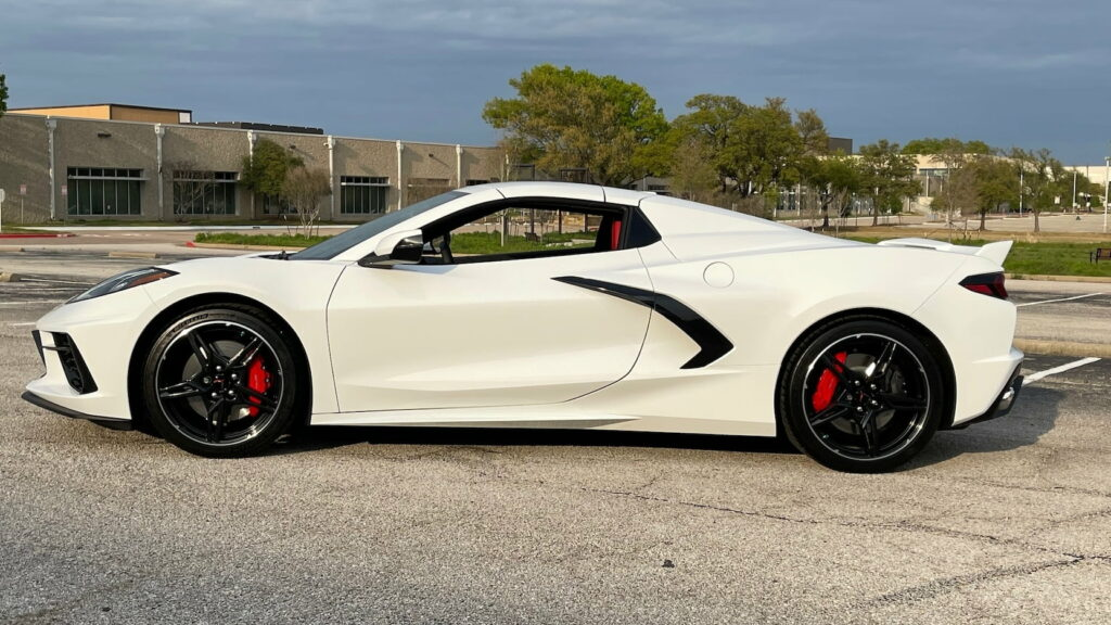 2021 Chevrolet Corvette Z51 Convertible with the top closed