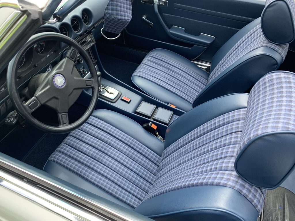 Mercedes-Benz R107 blue interior