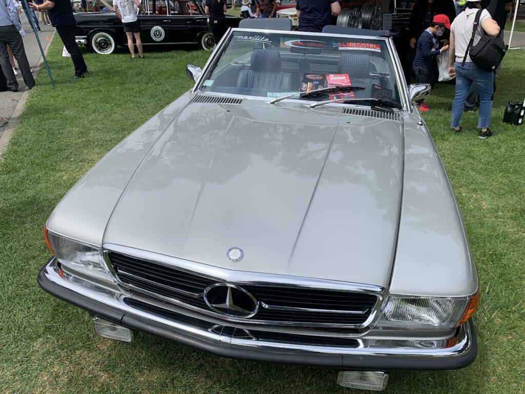 Mercedes-Benz R107 in gray