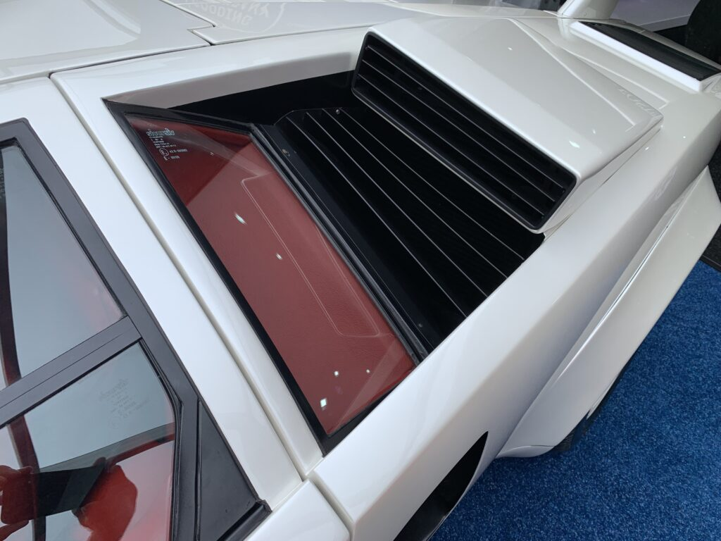Angular lines of the Countach